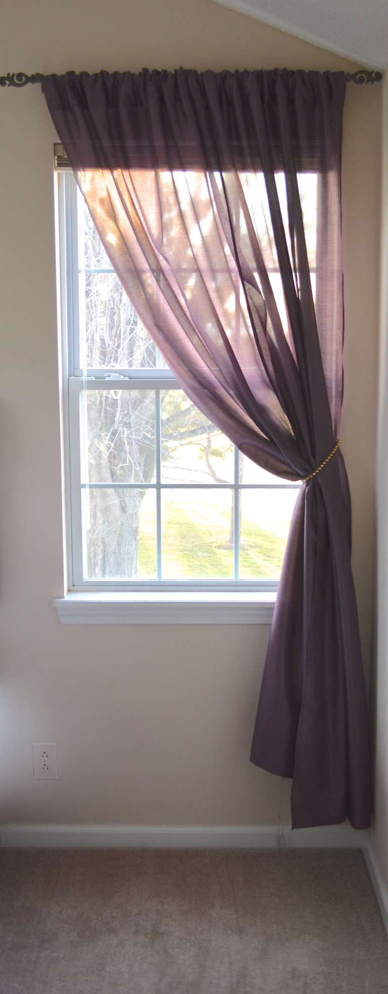 single window in bedroom